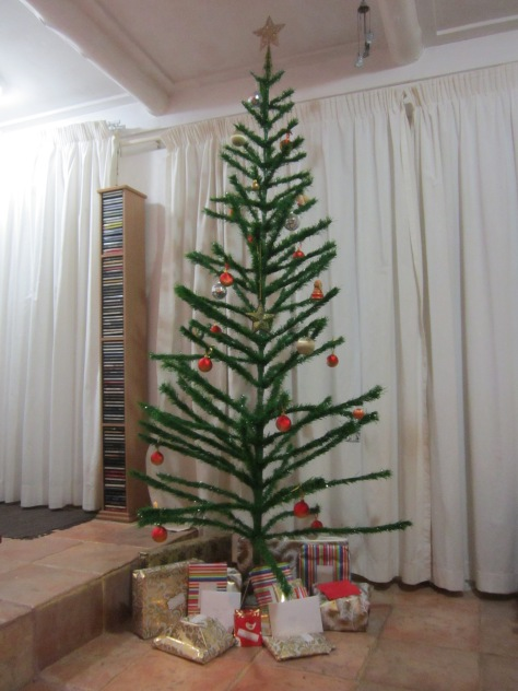 Original retro tree from the 1960s – skinny and spindly, missing a few berries and baubles, but still holding its own